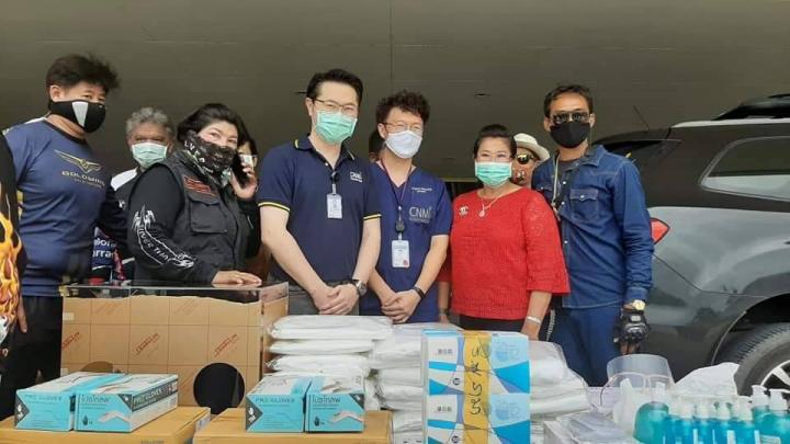 ทีมชอปเปอร์บางพลีมอบชุด PPE แอลกอฮอล์เจล Face Shield และถุงมือ