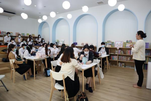 นักศึกษาชั้นปีที่ 2 เข้าศึกษาดูงาน สังเกตการณ์ด้านภาษา และการพูดของนักเรียนชั้นปฐมวัย และประถมศึกษา ณ โรงเรียนไทยคริสเตียนสะพานเหลือง