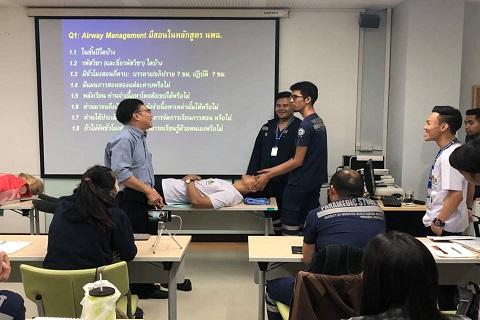 การเรียนการสอนนักศึกษาปฏิบัติการฉุกเฉินการแพทย์ เรื่อง การใส่ท่อช่วยหายใจ airway care และ Question & Answer