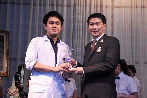รางวัลอาจารย์ดีเด่น หลักสูตรวิทยาศาสตรบัณฑิต สาขาวิชาปฏิบัติการฉุกเฉินการแพทย์ ประจำปีการศึกษา 2558