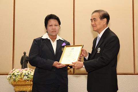 ขอแสดงความยินดีกับบุคลากรของภาควิชาเวชศาสตร์ฉุกเฉินที่ได้รับรางวัลบุคลากรดีเด่น ระดับส่วนงาน ประจำปี 2555