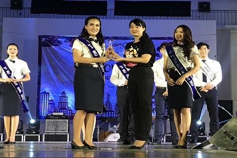 """ขอแสดงความยินดี กับน้อง """"เทียน"""" นางสาวปรม คณินวรพันธุ์ ได้รับรางวัลรองชนะเลิศอันดับ 1 ในการประกวด ดาว-เดือนประจำมหาวิทยาลัย ประจำปี 2560"""