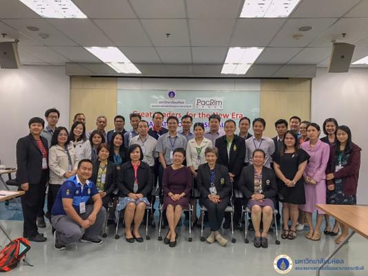ผู้เข้าอบรมหลักสูตร CIO10 เข้ารับฟังการบรรยายพิเศษ ในหัวข้อ Great Leaders for the New Era โดย PacRim Group