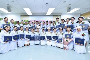พิธีมอบประกาศนียบัตรแก่ผู้สำเร็จการอบรม หลักสูตรการพยาบาลเฉพาะทาง สาขาการพยาบาลควบคุมการติดเชื้อ รุ่นที่ 28 ประจำปีการศึกษา 2562