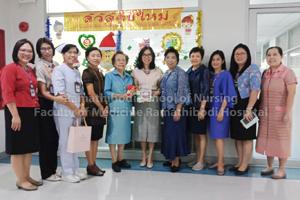 สมาคมศิษย์เก่าพยาบาลรามาธิบดี มอบของที่ระลึกเนื่องในโอกาสวันขึ้นปีใหม่ 2562 แก่ ผู้อำนวยการโรงเรียนพยาบาลรามาธิบดี