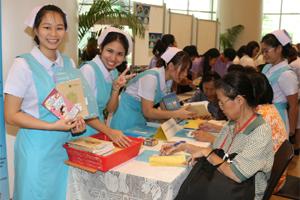 """นักศึกษาพยาบาลเข้าร่วมกิจกรรม ใน """"งานวันมหิดล ประจำปี 2556"""""""