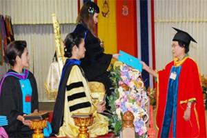 ศาสตราจารย์เกียรติคุณ ดร.สมจิต หนุเจริญกุล รับพระราชทานปริญญาพยาบาลศาสตรดุษฎีบัณฑิตกิตติมศักดิ์