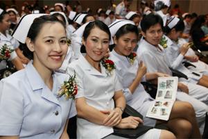 พิธีมอบประกาศนียบัตรแก่ผู้สำเร็จการอบรมหลักสูตรการพยาบาลเฉพาะทาง ประจำปีการศึกษา 2556