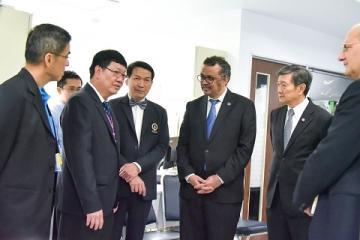 ร่วมต้อนรับผู้อำนวยการใหญ่องค์การอนามัยโลก และ  ผู้อำนวยการใหญ่องค์การอนามัยโลกประจำภูมิภาคเอเชียใต้และตะวันออกWHO-SEARO และคณะผู้แทนจากองค์การอนามัยโลก พร้อมด้วยรัฐมนตรีว่าการกระทรวงสาธารณสุข