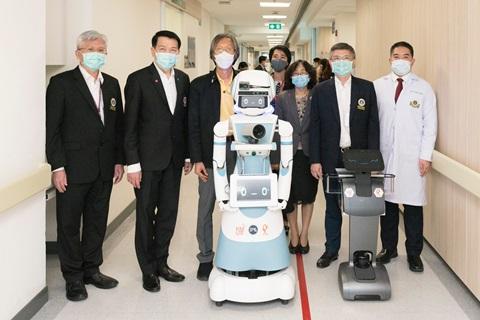 """มจธ. ส่งมอบ หุ่นยนต์ """"มดบริรักษ์"""" ชุดแรก ประจำการช่วยสนับสนุนบุคลากรทางการแพทย์ดูแลผู้ป่วย COVID-19"""