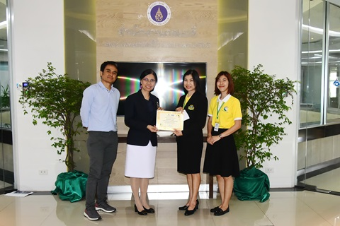 """สถานีโทรทัศน์รามาฯ แชนแนล มอบรางวัลจากการประกวดคลิปในหัวข้อ """"รามาฯแชนแนล ส่งเสริมให้คนไทยสุขภาพดี"""" ประเภทบุคลากร"""