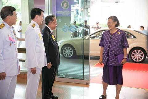 """สมเด็จพระเทพรัตนราชสุดาฯ สยามบรมราชกุมารี เสด็จฯ ทรงเป็นประธานการประชุมใหญ่มูลนิธิรามาธิบดีฯ ประจำปี 2561 พร้อมทอดพระเนตร """"สวนบำบัดลอยฟ้า"""""""