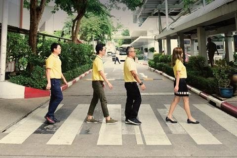 ข้ามถนนตรงทางม้าลาย