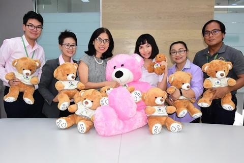 มอบตุ๊กตาหมี จากการจัดกิจกรรม LINE Ramathibodi Exercise ดี ได้หมีทั้งครอบครัว