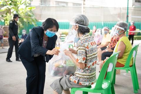 รามาธิบดีมอบถุงยังชีพให้แก่ ชุมชนซอยสวนเงิน