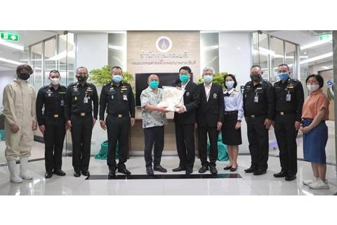 มอบชุด PPE แก่คณะแพทยศาสตร์โรงพยาบาลรามาธิบดี มหาวิทยาลัยมหิดล