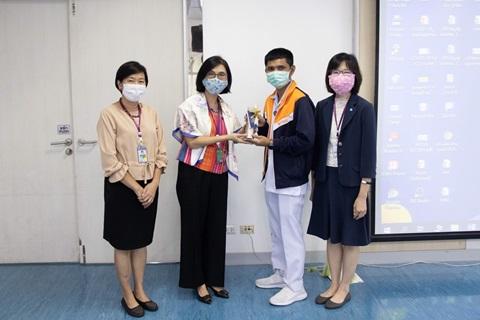 นักเรียนหลักสูตรประกาศนียบัตรผู้ช่วยพยาบาล (การดูแลผู้สูงอายุ) ทำ CPR ช่วยชีวิตผู้ป่วยประสบเหตุหยุดหายใจ