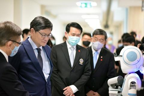 รัฐมนตรีว่าการกระทรวงการอุดมศึกษา วิทยาศาสตร์ วิจัยและนวัตกรรม ตรวจเยี่ยมสถาบันการแพทย์จักรีนฤบดินทร์ คณะแพทยศาสตร์โรงพยาบาลรามาธิบดี มหาวิทยาลัยมหิดล