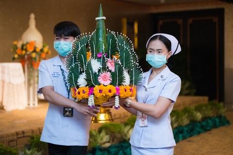 """พิธีบายศรีสู่ขวัญ สู่รั้วรามาธิบดี """"โครงการการเตรียมความพร้อมผู้ช่วยพยาบาลจบใหม่เข้าปฏิบัติงาน สังกัดฝ่ายการพยาบาล"""""""