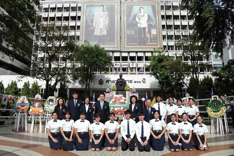 พิธีวางพวงมาลาถวายสักการะพระบรมรูปสมเด็จพระมหิตลาธิเบศร อดุลยเดชวิกรม พระบรมราชชนก เนื่องในวันมหิดล ประจำปีพุทธศักราช 2563