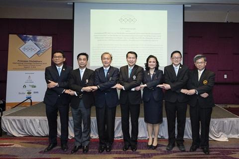 คณะแพทยศาสตร์ 4 สถาบัน ร่วมลงนามพันธะสัญญาความร่วมมือเพื่อพิชิตมะเร็งในประเทศไทย และรวมพลังเพื่อเสนอนโยบายต่อสู้กับโรคมะเร็ง